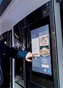 Photo d'un réfrigérateur connecté Samsung Family Hub intégrant l'assistant Bixby - (crédit : Samsung)